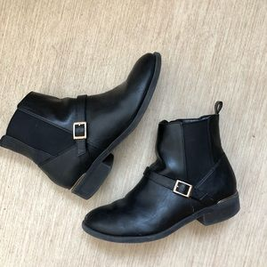 New Look Black boots with gold details